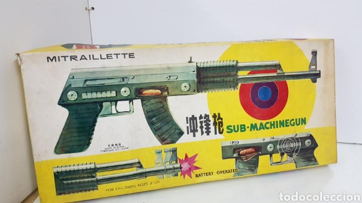METRALLETA SUBMACHINE GUN METRALLETA DE HOJALATA 53X20CMS A PILAS A COMPROBAR SU FUNCIONAMIENTO (Juguetes - Juguetes Antiguos de Hojalata Extranjeros)