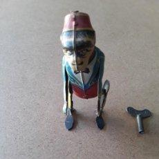 Juguetes antiguos de hojalata: MONO PAYA REF 680. Lote 194087286