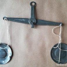 Juguetes antiguos de hojalata: ANTIGUA BALANZA DE HOJALATA PARA MUÑECAS COCINITAS - LETRAS GRABADAS PMR. Lote 194340308