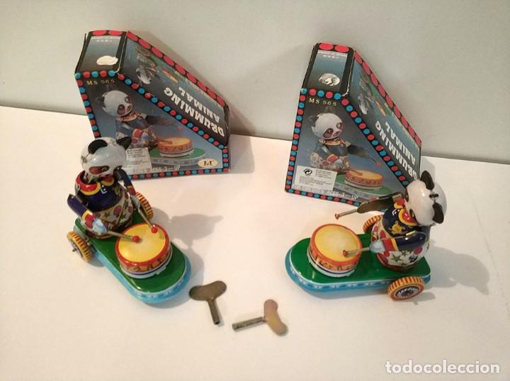 Juguetes antiguos de hojalata: Lote de 2 juguetes hojalata drumming animal ms 565 ositos tocando tambor a cuerda funciona en caja - Foto 2 - 194394196