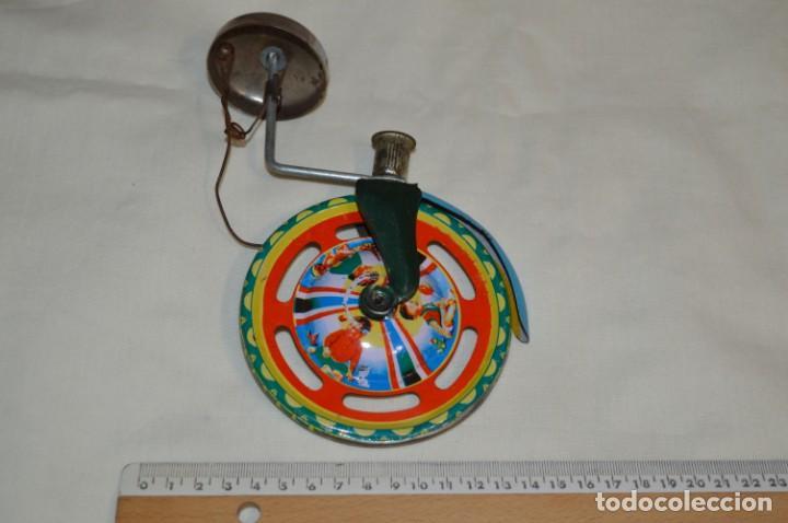 Juguetes antiguos de hojalata: VINTAGE / Antiguo CORREPASILLOS de hojalata litografiada ¡Mira fotos y detalles! - Foto 2 - 194725271