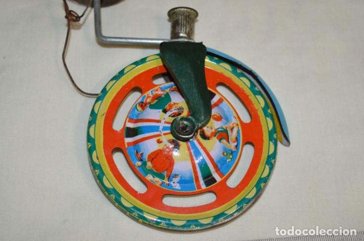 Juguetes antiguos de hojalata: VINTAGE / Antiguo CORREPASILLOS de hojalata litografiada ¡Mira fotos y detalles! - Foto 3 - 194725271
