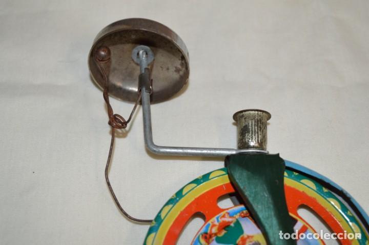 Juguetes antiguos de hojalata: VINTAGE / Antiguo CORREPASILLOS de hojalata litografiada ¡Mira fotos y detalles! - Foto 4 - 194725271
