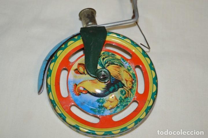 Juguetes antiguos de hojalata: VINTAGE / Antiguo CORREPASILLOS de hojalata litografiada ¡Mira fotos y detalles! - Foto 6 - 194725271