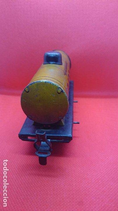 Juguetes antiguos de hojalata: Vagón de tren marca Fandor. Made in Germany 1910 - Foto 3 - 194783037
