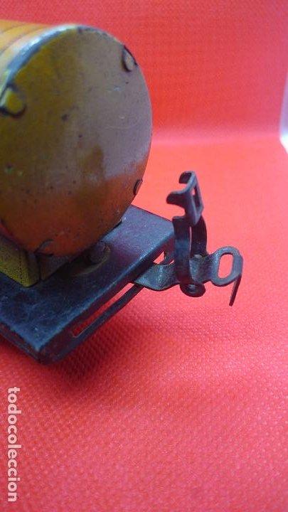 Juguetes antiguos de hojalata: Vagón de tren marca Fandor. Made in Germany 1910 - Foto 7 - 194783037