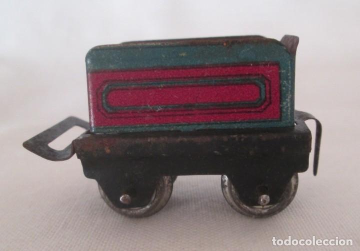 Juguetes antiguos de hojalata: Vagón tender o carbonera en hojalata litografiada de antiguo pequeño tren - Foto 2 - 195121733