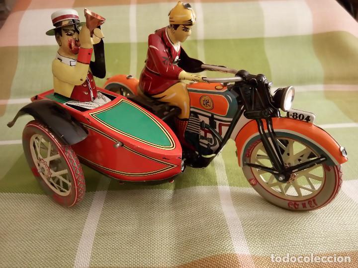 Juguetes antiguos de hojalata: MOTO CON SIDECAR DE HOJALATA. FUNCIONANDO. PERFECTO ESTADO. DESCRIPCION Y FOTOS. - Foto 9 - 195122380