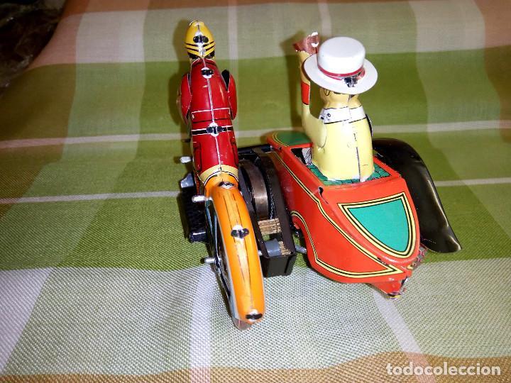Juguetes antiguos de hojalata: MOTO CON SIDECAR DE HOJALATA. FUNCIONANDO. PERFECTO ESTADO. DESCRIPCION Y FOTOS. - Foto 3 - 195122380