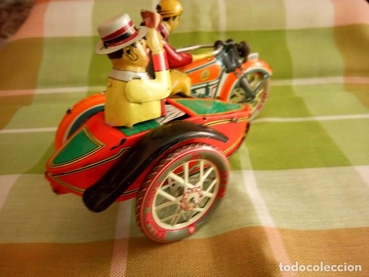 Juguetes antiguos de hojalata: MOTO CON SIDECAR DE HOJALATA. FUNCIONANDO. PERFECTO ESTADO. DESCRIPCION Y FOTOS. - Foto 5 - 195122380