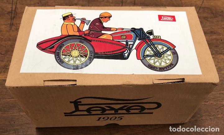 Juguetes antiguos de hojalata: MOTO CON SIDECAR PAYA. REPRODUCCION. EN CAJA. FUNCIONA - Foto 3 - 195194678