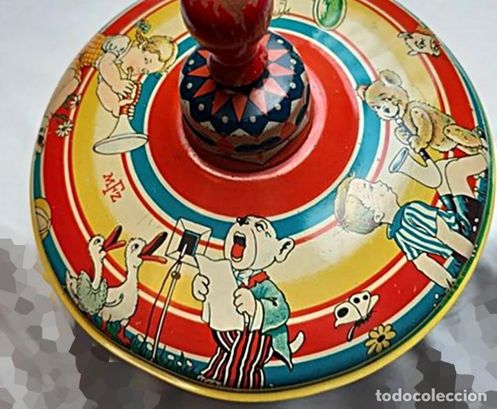 Juguetes antiguos de hojalata: MFZ - AÑOS 40 - ANTIGUO TROMPO - PEONZA GRANDE DE ESPIRAL EN HOJALATA - GERMANI - 20 CM - PERFECTO - Foto 2 - 195261342