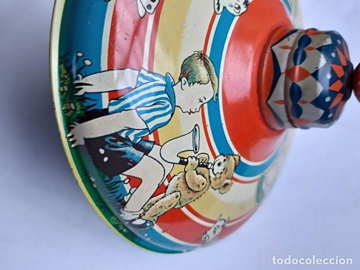 Juguetes antiguos de hojalata: MFZ - AÑOS 40 - ANTIGUO TROMPO - PEONZA GRANDE DE ESPIRAL EN HOJALATA - GERMANI - 20 CM - PERFECTO - Foto 10 - 195261342