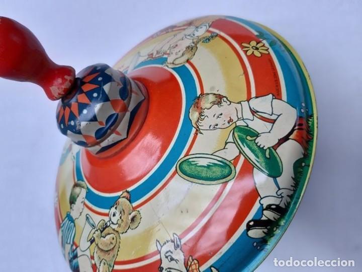 Juguetes antiguos de hojalata: MFZ - AÑOS 40 - ANTIGUO TROMPO - PEONZA GRANDE DE ESPIRAL EN HOJALATA - GERMANI - 20 CM - PERFECTO - Foto 15 - 195261342