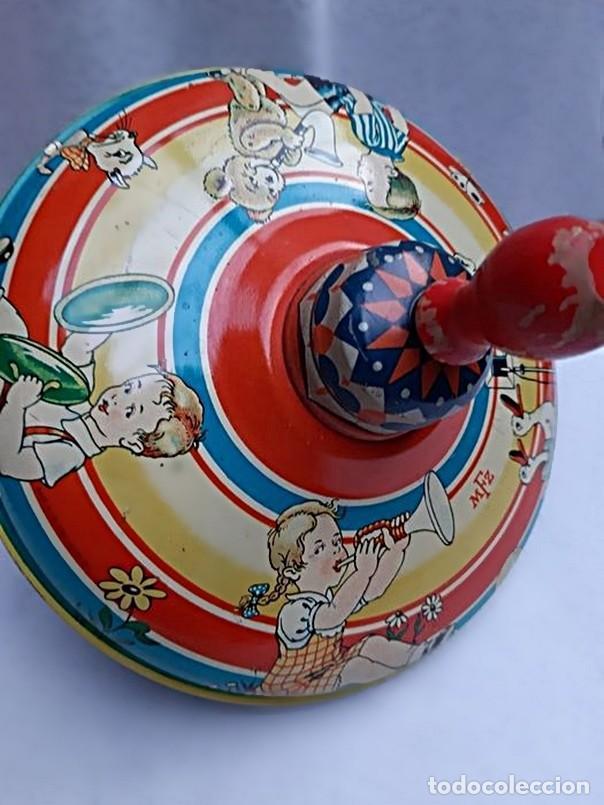 Juguetes antiguos de hojalata: MFZ - AÑOS 40 - ANTIGUO TROMPO - PEONZA GRANDE DE ESPIRAL EN HOJALATA - GERMANI - 20 CM - PERFECTO - Foto 14 - 195261342