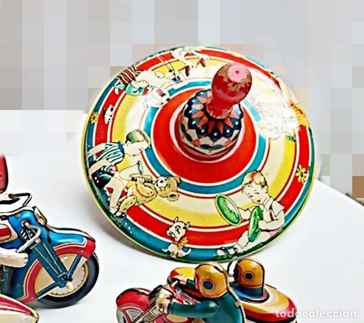 Juguetes antiguos de hojalata: MFZ - AÑOS 40 - ANTIGUO TROMPO - PEONZA GRANDE DE ESPIRAL EN HOJALATA - GERMANI - 20 CM - PERFECTO - Foto 17 - 195261342