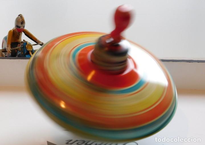 Juguetes antiguos de hojalata: MFZ - AÑOS 40 - ANTIGUO TROMPO - PEONZA GRANDE DE ESPIRAL EN HOJALATA - GERMANI - 20 CM - PERFECTO - Foto 3 - 195261342