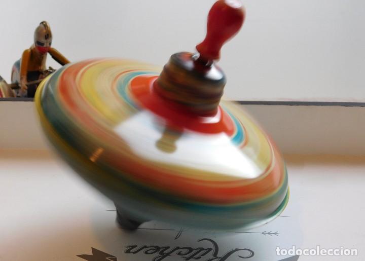 Juguetes antiguos de hojalata: MFZ - AÑOS 40 - ANTIGUO TROMPO - PEONZA GRANDE DE ESPIRAL EN HOJALATA - GERMANI - 20 CM - PERFECTO - Foto 6 - 195261342