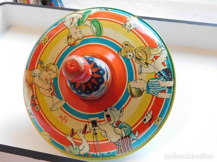 Juguetes antiguos de hojalata: MFZ - AÑOS 40 - ANTIGUO TROMPO - PEONZA GRANDE DE ESPIRAL EN HOJALATA - GERMANI - 20 CM - PERFECTO - Foto 5 - 195261342