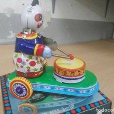 Juguetes antiguos de hojalata: JUGUETE DE HOJALATA BRUMMING ANIMAL. Lote 195299956