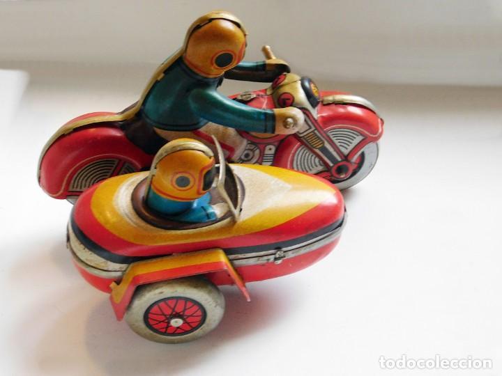 Juguetes antiguos de hojalata: ANTIGUA MOTO SIDECAR CON DOS PASAJEROS - HOJALATA A CUERDA - CON LLAVE - NO ES REPRODUCCIÓN - Foto 4 - 195315216