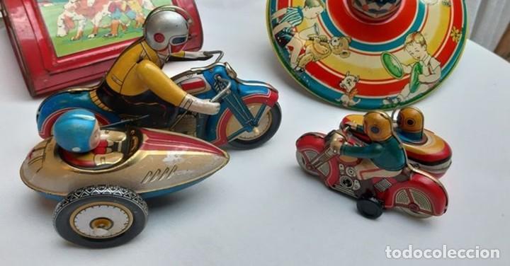 Juguetes antiguos de hojalata: ANTIGUA MOTO SIDECAR CON DOS PASAJEROS - HOJALATA A CUERDA - CON LLAVE - NO ES REPRODUCCIÓN - Foto 6 - 195315216
