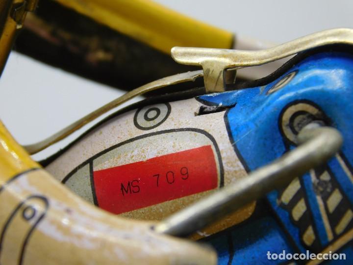 Juguetes antiguos de hojalata: AÑOS 40 ANTIGUA MOTO SIDECAR CON DOS PASAJEROS - HOJALATA A CUERDA / LLAVE - NO ES REPRODUCCIÓN 19CM - Foto 4 - 195340627