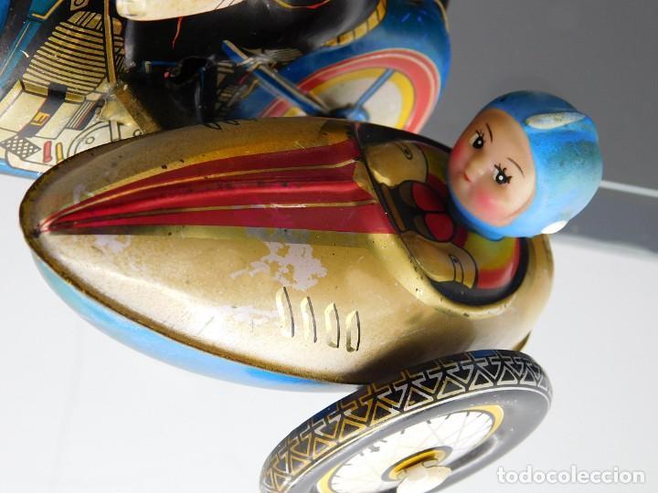 Juguetes antiguos de hojalata: AÑOS 40 ANTIGUA MOTO SIDECAR CON DOS PASAJEROS - HOJALATA A CUERDA / LLAVE - NO ES REPRODUCCIÓN 19CM - Foto 8 - 195340627