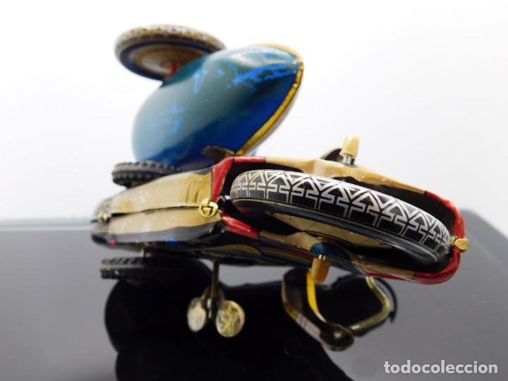 Juguetes antiguos de hojalata: AÑOS 40 ANTIGUA MOTO SIDECAR CON DOS PASAJEROS - HOJALATA A CUERDA / LLAVE - NO ES REPRODUCCIÓN 19CM - Foto 17 - 195340627
