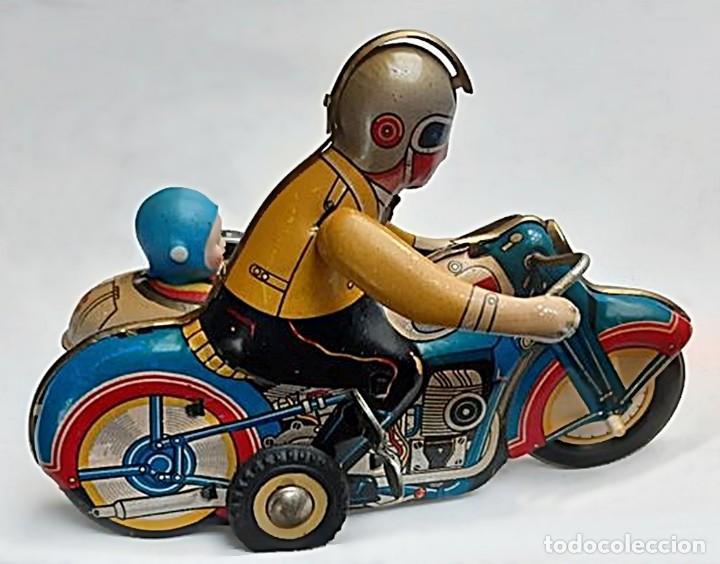 Juguetes antiguos de hojalata: AÑOS 40 ANTIGUA MOTO SIDECAR CON DOS PASAJEROS - HOJALATA A CUERDA / LLAVE - NO ES REPRODUCCIÓN 19CM - Foto 25 - 195340627