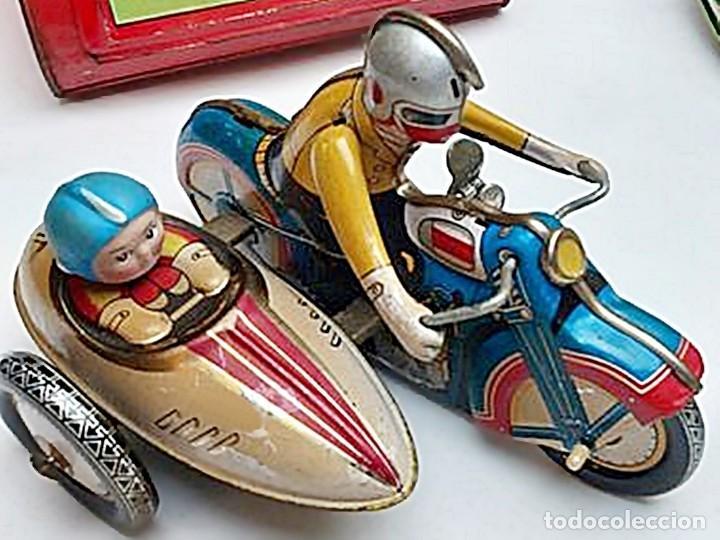 Juguetes antiguos de hojalata: AÑOS 40 ANTIGUA MOTO SIDECAR CON DOS PASAJEROS - HOJALATA A CUERDA / LLAVE - NO ES REPRODUCCIÓN 19CM - Foto 29 - 195340627