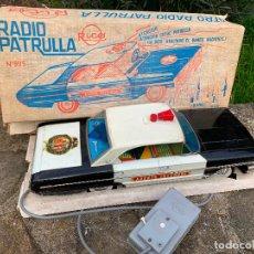 Juguetes antiguos de hojalata: ESPECTACULAR FORD GALAXY DE HOJALATA A CABLE - RADIO PATRULLA RICO - AGENTE INTERPOL - CAJA ORIGINAL. Lote 195406955