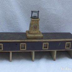 Juguetes antiguos de hojalata: AERODROMO DE MADERA ARTESANAL..AÑOS 40...ORIGEN INGLATERRA...JUGUETE DE GUERRA..CURIOSO.. Lote 196384791
