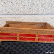 Juguetes antiguos de hojalata: CAMION PEGASO MOLTO CAJA DE MADERA 30 CMS. Lote 197086873