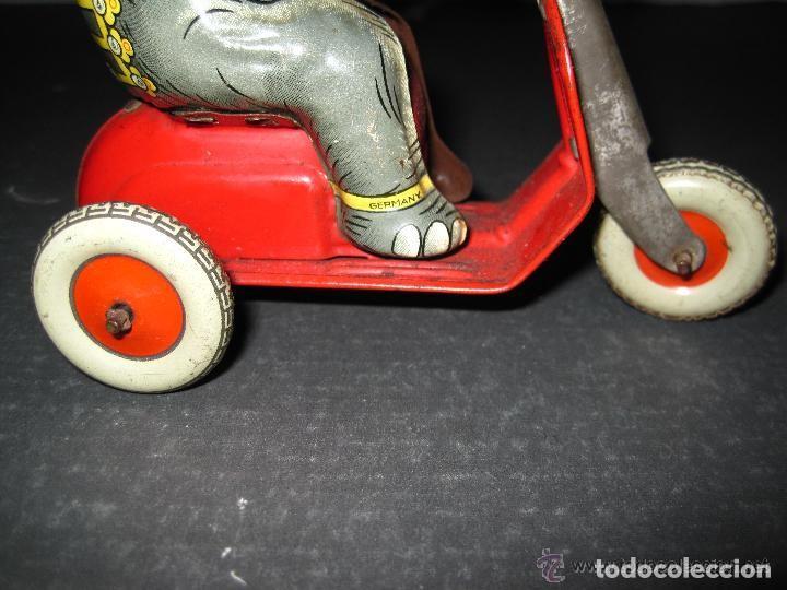 Juguetes antiguos de hojalata: JUGUETE DE HOJALATA, ELEFEFANTE SOBRE MOTOCICLETA TIPO VESPA, FUNCIONA PERFECTAMENTE LA CUERDA, MADE - Foto 6 - 197388130