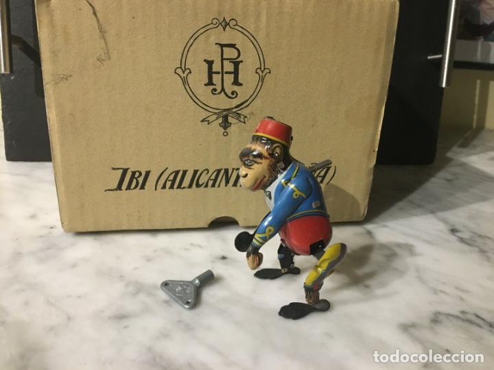 Juguetes antiguos de hojalata: Mono Payá hojalata a cuerda con su caja ref. 680 años reedición 230,00 € - Foto 5 - 198333955
