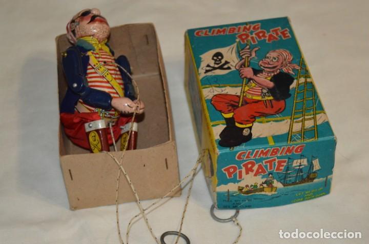 Juguetes antiguos de hojalata: TPS - CLIMBING PIRATE / Made In Japan - Hojalata Litografiada - Funcionando - Años 50/60 ¡Mira! - Foto 2 - 198361428