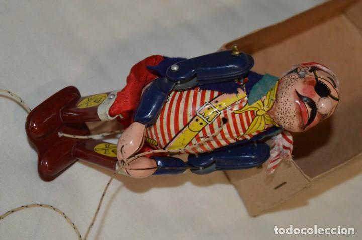 Juguetes antiguos de hojalata: TPS - CLIMBING PIRATE / Made In Japan - Hojalata Litografiada - Funcionando - Años 50/60 ¡Mira! - Foto 11 - 198361428