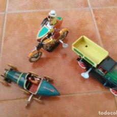 Juguetes antiguos de hojalata: BUGATTI, CAMIÓN VOLQUETE Y MOTO CON SIDECAR. Lote 199272707