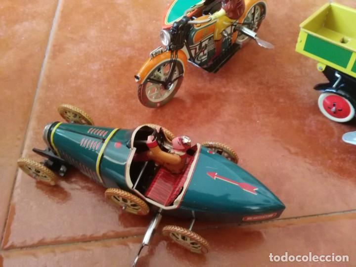 Juguetes antiguos de hojalata: BUGATTI, CAMIÓN VOLQUETE Y MOTO CON SIDECAR - Foto 2 - 199272707