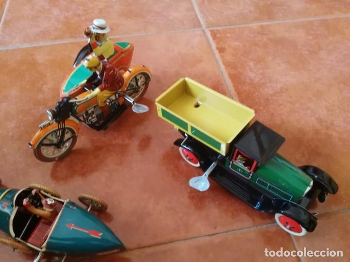 Juguetes antiguos de hojalata: BUGATTI, CAMIÓN VOLQUETE Y MOTO CON SIDECAR - Foto 3 - 199272707