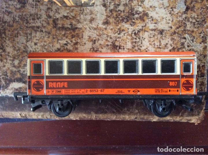 Juguetes antiguos de hojalata: Vagón de hojalata de tren Renfe 13cmxx3cmx5,5cm alto. - Foto 2 - 200726391