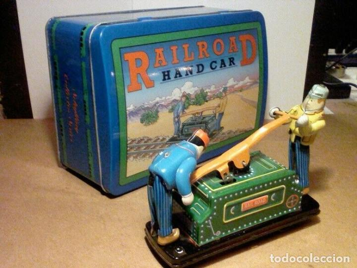 Juguetes antiguos de hojalata: raro vintage Schylling Railroad coche nuevo a estrenar caja hojalata litografiada 20 x13,5 x8,5cm - Foto 2 - 201559138