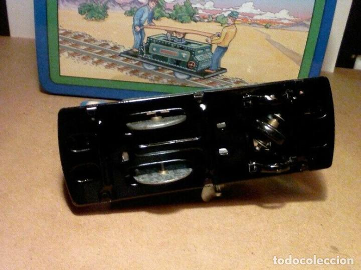 Juguetes antiguos de hojalata: raro vintage Schylling Railroad coche nuevo a estrenar caja hojalata litografiada 20 x13,5 x8,5cm - Foto 5 - 201559138