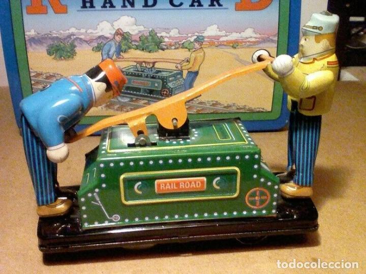 Juguetes antiguos de hojalata: raro vintage Schylling Railroad coche nuevo a estrenar caja hojalata litografiada 20 x13,5 x8,5cm - Foto 7 - 201559138