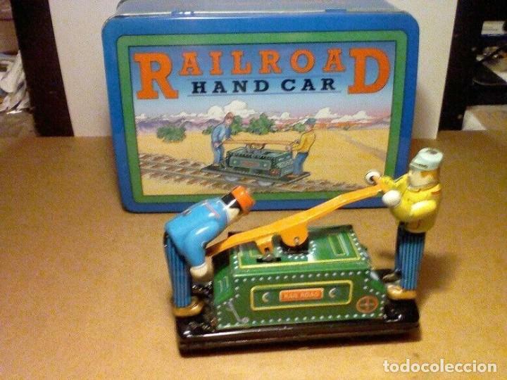 Juguetes antiguos de hojalata: raro vintage Schylling Railroad coche nuevo a estrenar caja hojalata litografiada 20 x13,5 x8,5cm - Foto 3 - 201559138