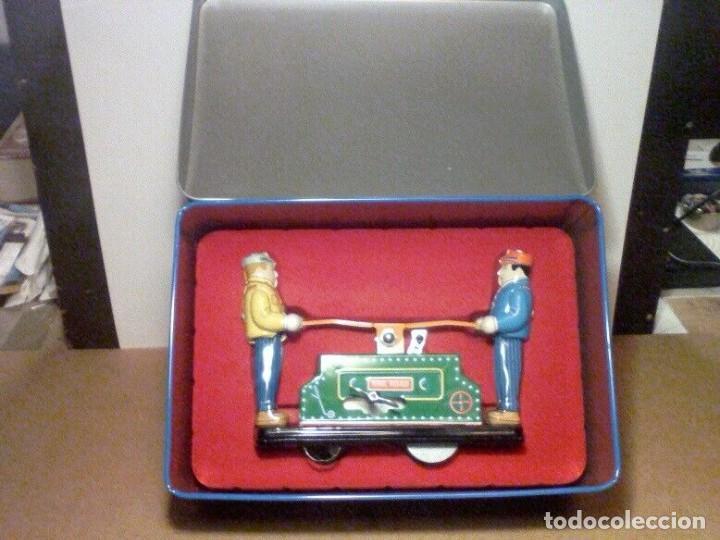 Juguetes antiguos de hojalata: raro vintage Schylling Railroad coche nuevo a estrenar caja hojalata litografiada 20 x13,5 x8,5cm - Foto 4 - 201559138