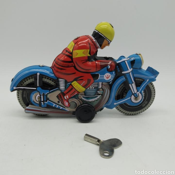Juguetes antiguos de hojalata: Moto de hojalata años 90 MS TOYS ref 376 China, reproducción de la Alemana TIPCO, TCO - Foto 2 - 202820250