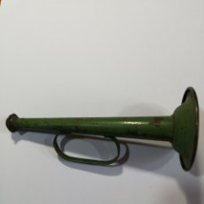 Juguetes antiguos de hojalata: TROMPETA HOJALATA PINTADA. Lote 203438696
