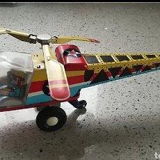 Brinquedos antigos de folha-de-Flandres: HELICOPTERO HOJALATA A FRICCION. Lote 203837493